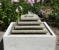 - Wasserspiel_Pyramide
