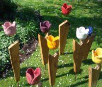 - Steck Tulpen auf Eichenholz